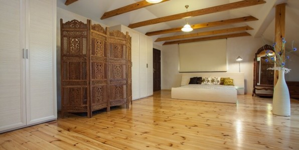 timber flooring in room decor